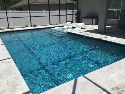 Luxury gunite pool construction
