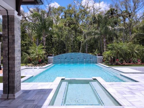 Custom inground swimming pool construction